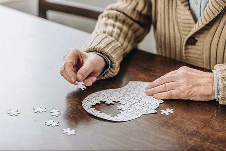 認知症との付き合い方について|テスト・治療・ケア・予防の方法をご紹介