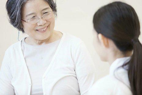アルツハイマー型認知症とは|症状の特徴・治療法などを紹介