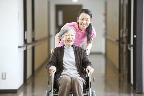 介護施設の生活について|働いている職員・タイムスケジュール・実際のインタビューなどを紹介