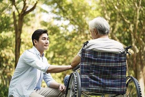 パーキンソン病とは|症状や原因、検査方法、治療法など