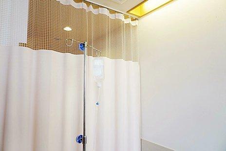 IVH(中心静脈栄養)とは ポートやカテーテル手術の内容・入居可の老人ホームの探し方を紹介