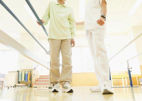 理学療法士とは|介護施設における業務内容・作業療法士との違いを紹介