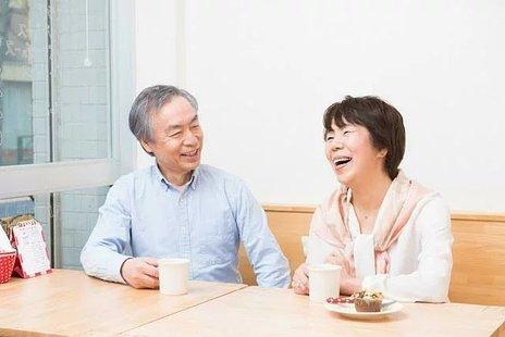 認知症カフェとは|活動内容や具体的なサービス、おすすめのカフェ5選など