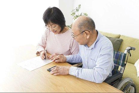 介護付き有料老人ホームの費用とは|月額の相場・要介護度別のサービス費など