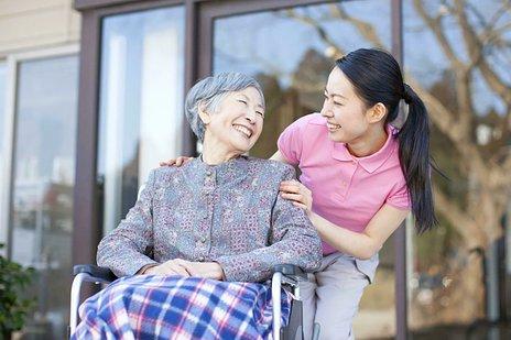 【専門家監修】介護医療院とは|特長・費用・人員基準などをわかりやすく解説