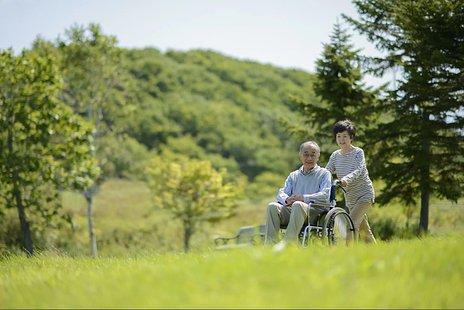 高齢者が骨折したときの寝たきりのリスクについて解説 予防や対応方法、治療法も紹介