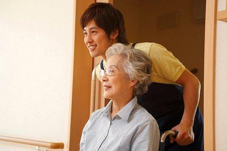 介護保険施設とは|4種類ある施設の特徴や費用、サービスの違いを紹介