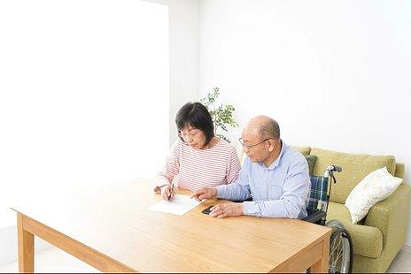 有料老人ホームの費用|介護付きと住宅型の費用相場・払えなくなったときの対処法