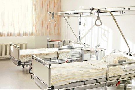 障害高齢者の日常生活自立度(寝たきり度)とは|判定の基準・要介護認定との関係