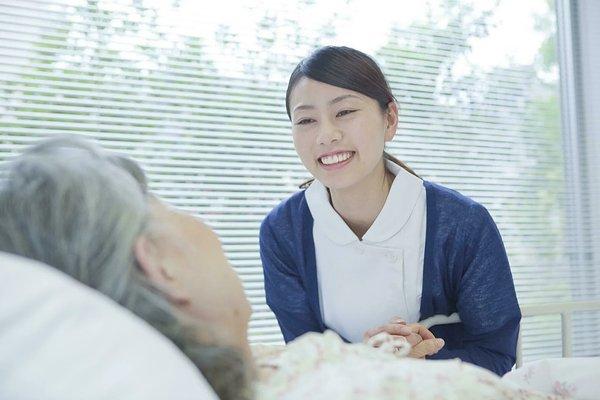 「24時間看護師常駐の老人ホーム」を探すコツとは?  チェックすべき5項目やメリットを紹介
