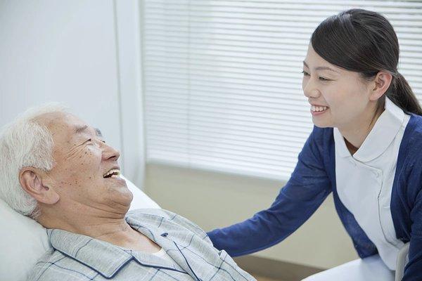 「看取り相談可の老人ホーム」を探すコツとは? 確認すべき6つのポイントや費用を紹介