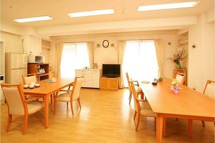 メディカル・リハビリホームくらら磯子 3F リビングルーム兼食堂兼機能訓練室