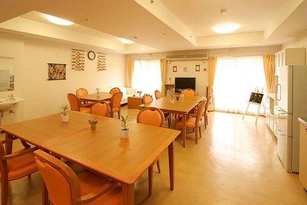 メディカル・リハビリホームくらら戸塚 リビングルーム兼食堂兼機能訓練室