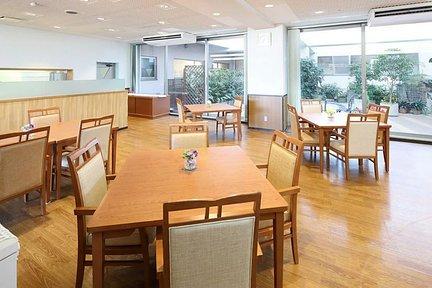 メディカル・リハビリホームくらら戸塚 1F リビングルーム兼食堂兼機能訓練室