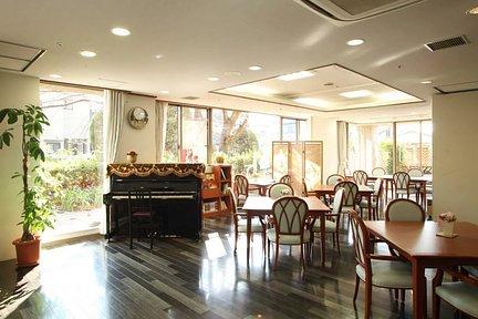 メディカル・リハビリホームくらら豊中 1F リビングルーム兼食堂兼機能訓練室