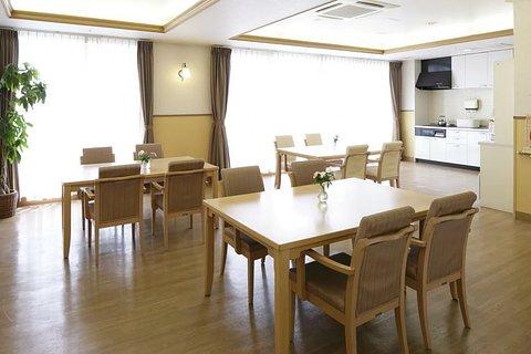 メディカル・リハビリホームくらら中電覚王山 リビングルーム兼食堂兼機能訓練室