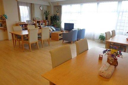 くらら宮前平 リビングルーム兼食堂兼機能訓練室