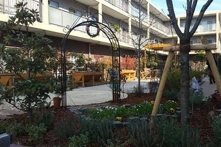 メディカル・リハビリホームボンセジュールはるひ野 リハビリテーションを考えた庭