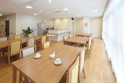 リハビリホームまどか王子神谷 1F リビングルーム兼食堂兼機能訓練室