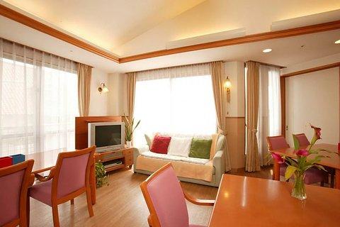 メディカルホームくらら猪高緑地 リビングルーム兼食堂兼機能訓練室