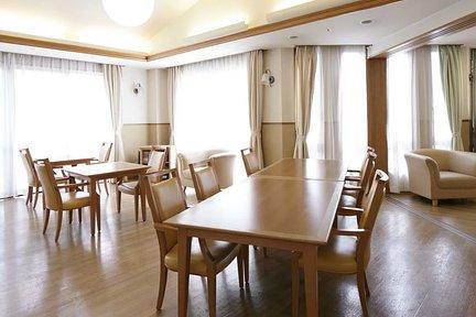 メディカルホームくらら猪高緑地 2F リビングルーム兼食堂兼機能訓練室