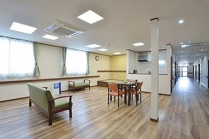 エイジフリーハウス堺浜寺 2階 談話室 特徴画像