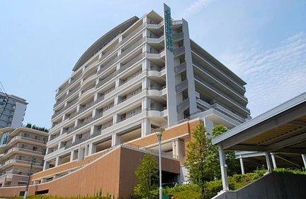 シニアホテル東戸塚イーストウイング ホームの外観。1階から5階が協力医療機関。6階から9階がホームです。 特徴画像
