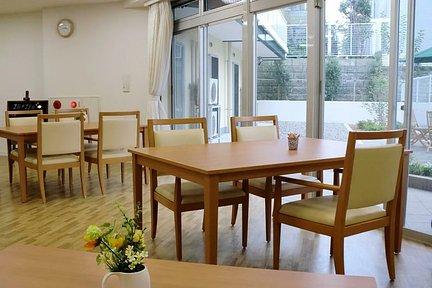 メディカルホームまどか哲学堂 1F リビングルーム兼食堂兼機能訓練室