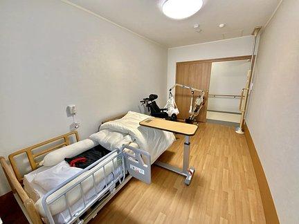 医療対応住宅ケアホスピス野津田 落ち着いた色調の居室